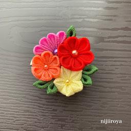お花のブローチ つまみ細工nijiiroya