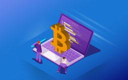 Laptop über dem das Bitcoin Zeichen schwebt.