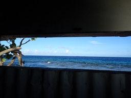 シャワールームから見える海