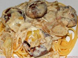 Champignons in Rahmsoße mit Spaghetti