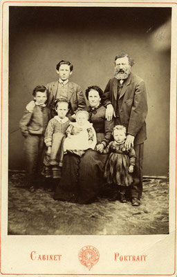 Peter und Ursula Zinsli-Hosig, Thusis, um 1877. Copyright Frauenkulturarchiv.