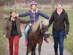 Hippotherapie - das Kind auf dem Pferd