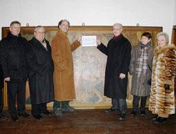 Vor dem 3,50 Meter breiten und 1,80 Meter hohem Historiengemälde, das Albert Säger 1901 gemalt hat und das den Einzug von Kaiser Maximilian im Jahre 1499 in Villingen zeigt.