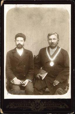 Олекминский городской староста Вологдин В.Ф. и его письмоводитель Клюге А.Г. Снимок Ересько Е.П. 1900 г.