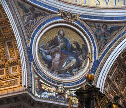 Matthäus mit dem Adler im Kuppelmosaik des Petersdom