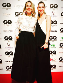 Christina (rechts) auf einer Abendveranstaltung der GQ 2016 in einer Kombination aus Understatement mit Hingucker.