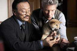 Ричард Гир справа и пес Хатико