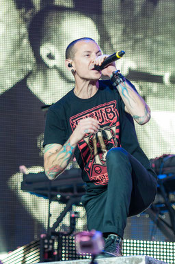 Chester Bennington 2014 bei Rock im Park. Foto: Stefan Brending /, CC BY-SA 3.0, https://commons.wikimedia.org/w/index.php?curid=34235784