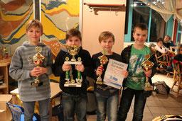 Die letzten Pokale des Jahres gingen an Janis, Benito, Nick und Ricco (von links nach rechts)