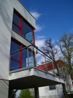 Ansicht von SW, Wohnzimmer mit Eckbalkon