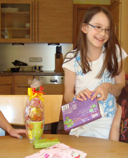 Kind-will-Süßigkeiten-essen