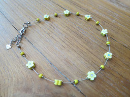 #short necklace#girl#yellow#flower#
