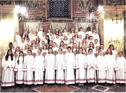 Kommt zu einem Konzert nach Erkelenz: Der Mädchenchor am Aachener Dom. Foto: Veranstalter