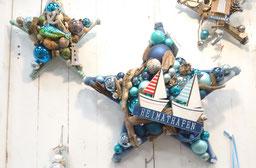 Maritime Deko-Sterne mit Glaskugeln, Treibholz und Muscheln