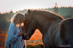 Medizinpferde EponaQuest, Linda Kohanov, Therapie mit Pferden