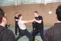Shidoshi Ulrich Brömmelhaus unterrichtet eine Henka (Variation) zur Technik Koku aus der Gyokko Ryu.