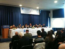 Sebastian Schäffer bei einem Vortrag zu globaler Sicherheit in Tunis