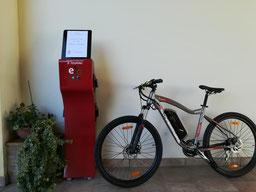 Colonnina di ricarica con e- bike