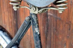Jagdrad Modell 1908, Jugenstil-Dekor am Sattelrohr