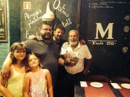 La familia del Marino junto al equipo de Canal Cocina de Puerto en Puerto