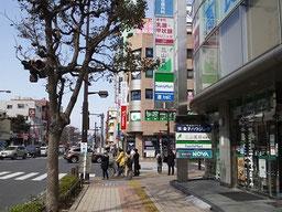 船橋駅北口ファミリーマート交差点
