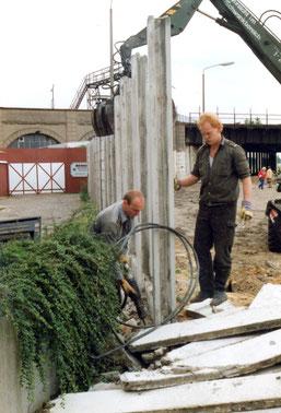 30 Jahre Mauerfall- Mauerabriss Treptowerstrasse Neukölln