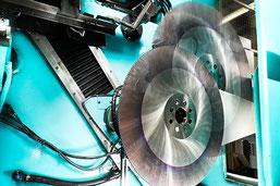 HSS-Metallkreissägeblätter, CNC-Steuerung, Ölkühlung, Roboterhandling, Ostschweiz, Schleifservice Thaa Ag