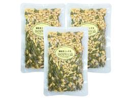 亜鉛食ミックス360g 松の実 ひまわりの種 かぼちゃの種 。 亜鉛は健やかな生活に欠かせない栄養成分。30粒ほどを目安にそのままお召し上がりください。亜鉛含有量(100g中)/松の実/6.9mg、パンプキンシード/7.7mg、ひまわりの種/5.0mg。添加物なしで製造しており、自然な香ばしさでおいしくお召し上がりいただけます。サラダに加えてもおいしくお召し上がりいただけます。味噌汁の具としてもおいしくお召し上がりいただけます。