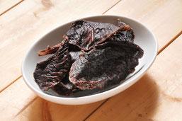 鹿肉の中でも、希少部位のロースのみを厳選し、熱風乾燥させたものです。