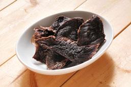 鹿肉を歯ごたえのある厚切りにし、熱風乾燥させたものです。