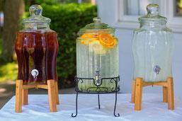 Getränkespender mit Limonade