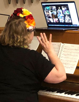 """Die """"närrische Singstunde"""": Die Chorleiterin stellte ein lustiges Repertoire zusammen"""