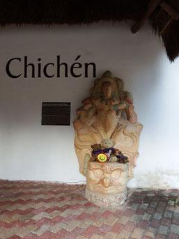 Kasimir, Cäsar, Fredi und Kerl in Chichen Itzá