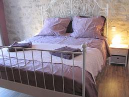 """Chambre Lilas - Maison d'hôtes """"Au pied du figuier"""" près de Carcassonne et de Limoux"""