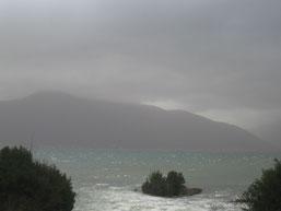 Sous la pluie, l'effet est accentué. Mais quelle couleur ces montagnes!?