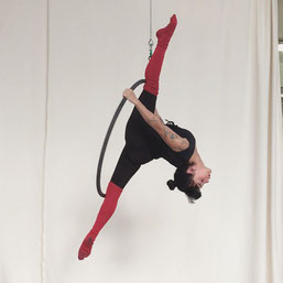 Yatzin Kosom aerial hoop lyra acrobatics instructor Cologne