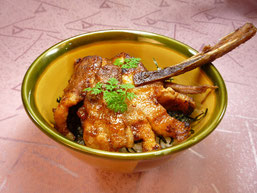 望来豚のスペアリブ丼 1010円