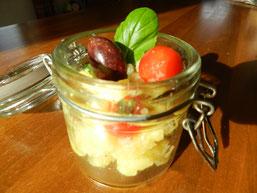 Bild: Claudia Homanner, ganzheitliche Ernährungsberatung, Kartoffelsalat mit schwarzen Oliven