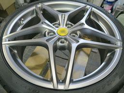 フェラーリ・カリフォルニアTの純正アルミホイールの、ガリキズ・すり傷 のリペア(修理・修復)後のホイール写真2