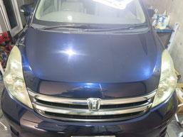 トヨタ・アイシスのヘッドライトの曇り・黄ばみ・劣化の除去(修理・修復)、両目修理前