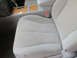 トヨタ・カリーナの、助手席、布(モケット)シート、座面のタバコ(煙草)焦げ穴(コゲ穴)リペア(修理・修復)後の写真3