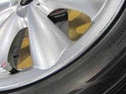 ミニクーパー、純正アルミホイールのガリ傷・擦りキズのリペア(修理・修復)前の傷アップ写真1