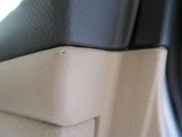 クラウン・マジェスタ、ドア内貼りの傷(破れ・剥がれ)のリペア(修理・修復)前の運転席側の写真