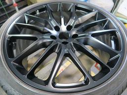 マセラティ・ギブリの純正アルミホイールのマットブラック(艶消しブラック)へのカラーチェンジ(色塗り替え)のホイールA施工後写真1