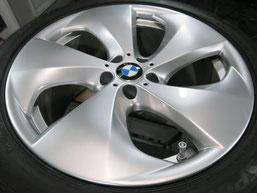 BMW X6 純正 アルミホイール(ハイパーシルバー)20インチのガリ傷・擦りキズのリペア(修理・修復・再生)後ホイール写真2