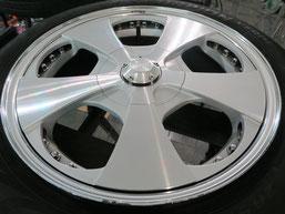 ベンツG500 の アルミホイール(ロデオドライブ)のガリ傷・擦りキズ・欠けのリペア(修理・修復)前のホイールCの写真1