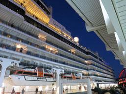 クイーン・エリザベス号が、神戸港に入港時の写真3