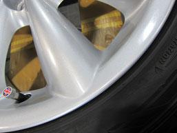 ミニクーパー、純正アルミホイールのガリ傷・擦りキズのリペア(修理・修復)後のホイールアップ写真1