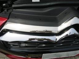 シトロエンDS4のフロントグリルメッキモールの曇り(サビ、腐食、劣化、白濁)を除去(取り除き、修理、修復)後のフロントグリル曇りがあった部分のアップ写真