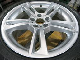 BMW X3 の純正アルミホイールのガリ傷・すりキズ・欠けのリペア(修理・修復)後のホイール全景写真